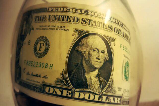دلار جهانی در کف سه ماهه