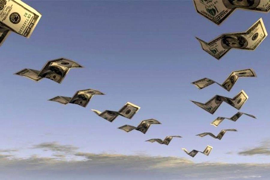 دلارها که پرواز میکنند تو فقیر میشوی