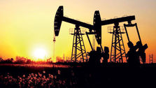 چطور قیمت نفت به تثبیت کاهش ارزش دلار کمک میکند؟