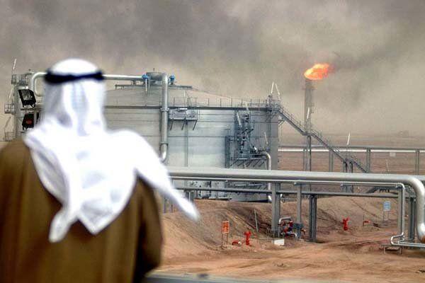 سایه سیاست سعودیها بر بازار نفت/ قیمت نفت کم شد