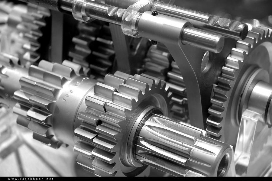 برای داخلی سازی تجهیزات صنعتی با مشکلاتی روبه رو هستیم